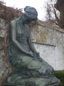 Statue of a Mourning Woman - Lauingen Friedhof